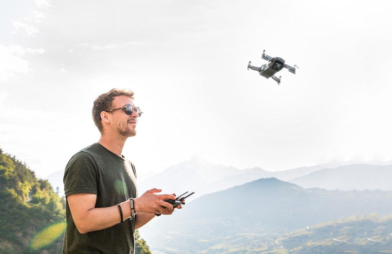 Pilot dronu